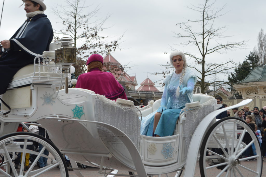 wachtrij in Disneyland Parijs