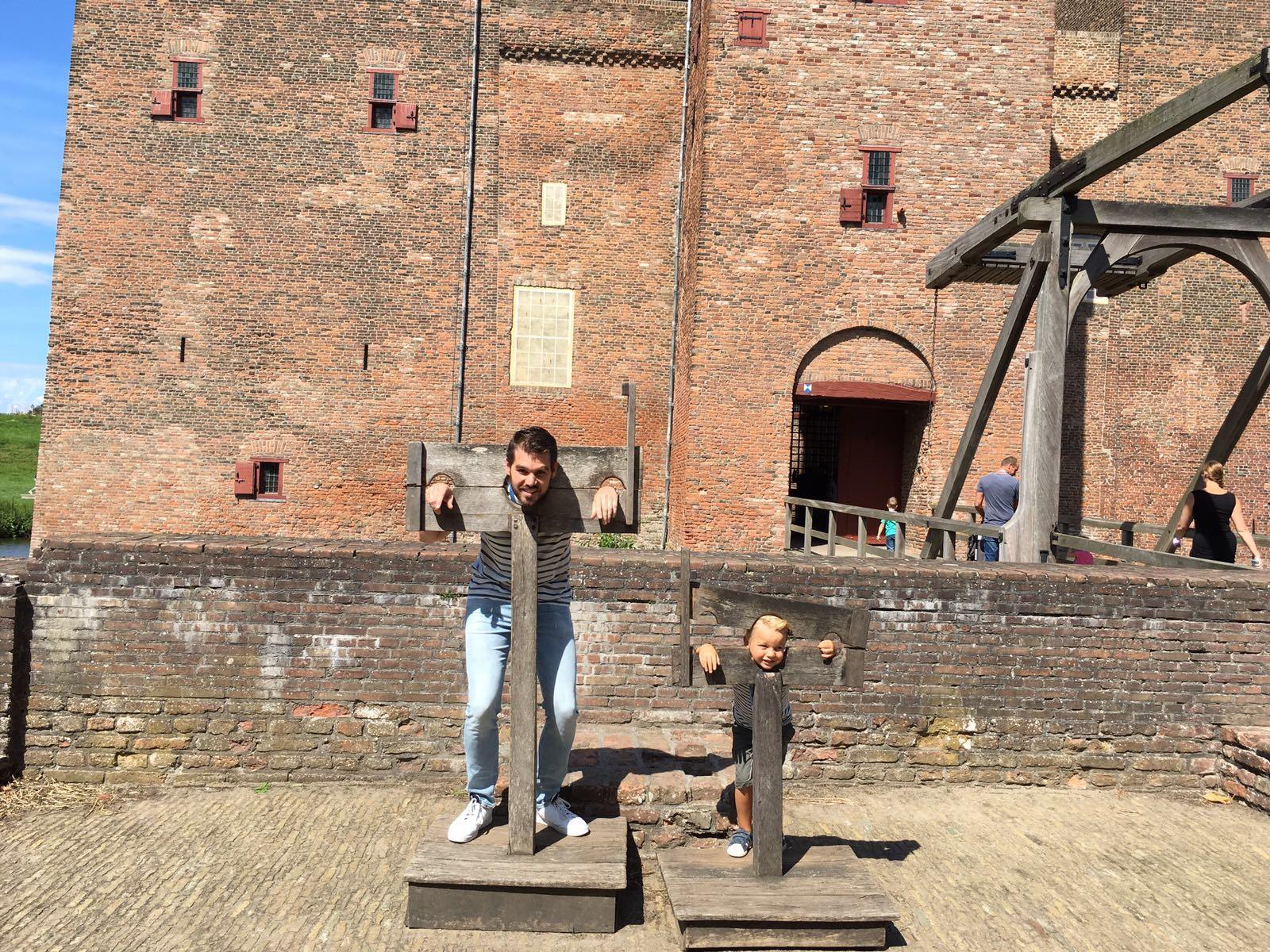 Slot Loevestein met kinderen
