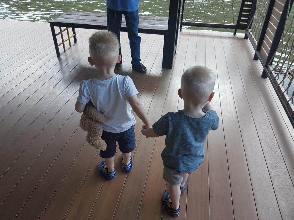 River Kwai met kinderen
